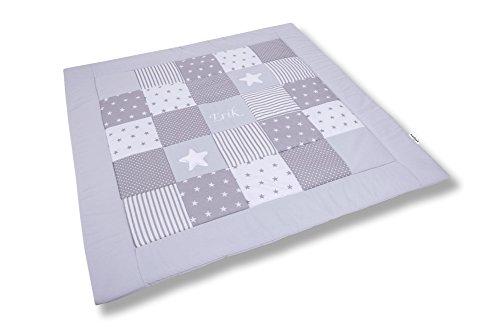 Amilian Krabbeldecke Patchworkdecke ideal als Spieldecke Laufgittereinlage Decke Kuscheldecke schön gepolstert mit Namen und Datum bestickt, ideal als Geschenk (M051) (125x125cm)