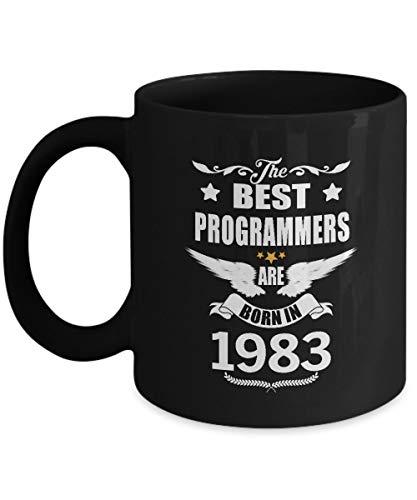 Increíble taza de regalo de programadores para mamá, papá, mejor amigo, los mejores programadores nacieron en 1983, la mejor taza sarcástica para adultos - en navidad, soporte para taza de café frío y