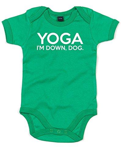 『(ヨガ。アイム ダウン ドッグ。) Yoga. I'm Down, Dog, プリント ベビースーツ - グリーン/白 12-18 ヶ月』のトップ画像