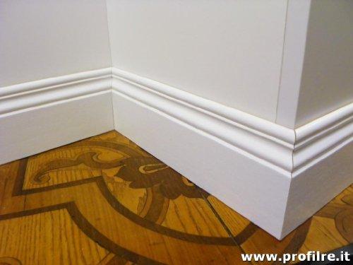 battiscopa in legno sagomato inglese ducale 12 centimetri (prezzo per metro lineare, inserire nella casella i metri NON il numero di aste)