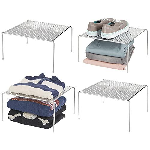 mDesign Baldas organizadoras – Prácticos organizadores de armarios para ordenar la ropa – Estantes metálicos para el dormitorio, el baño o la cocina – Juego de 4 – plateado