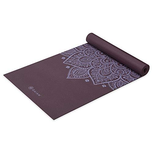 Gaiam Yogamatte, Premium-Druck, rutschfest, für alle Arten von Yoga, Pilates und Boden-Workouts, wilde Aubergine Sonnenuhr, 5 mm