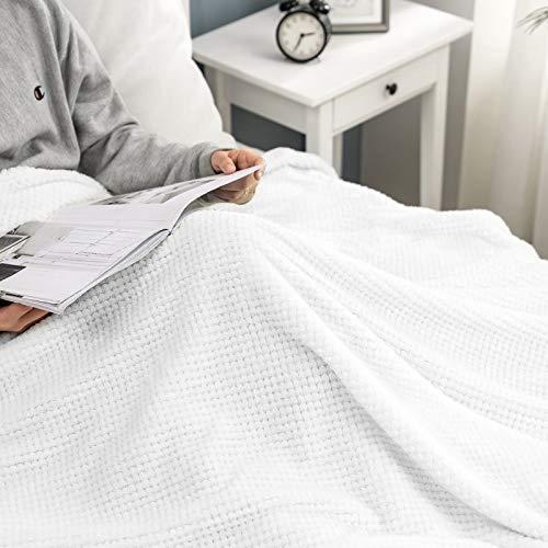 MIULEE Manta Blanket Franela para Sófas Mantas de Terciopelo Diseño Granulado para Siesta Suave Grande Cálida para Cama Felpa para Mascota Cama Habitacion Dormitorio 1 Pieza 220x240cm Blanco