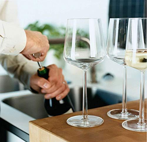 同じく、北欧・フィンランドを代表するブランド「イッタラ」。ワイングラスのシリーズとして知られているのが「Essence(エッセンス)」シリーズです。デザインを手がけたAlfredo Haberli (アルフレッド・ハベリ)は、家業がレストランやホテルを営んでいたことから、ワインの豊富な知識を有していたようです。