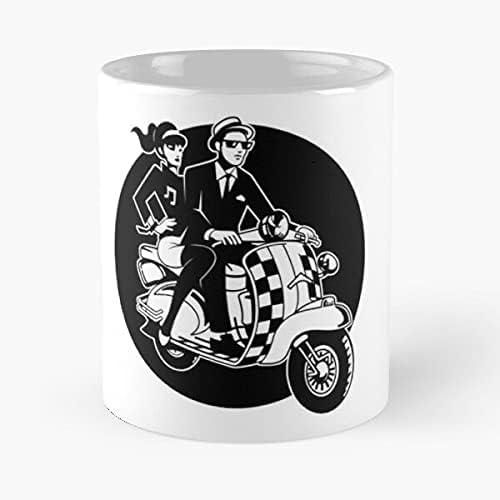 Ska Scooter Couple Eat Food Bite John Best 11 oz Taza de café de cerámica blanca que Je personalize
