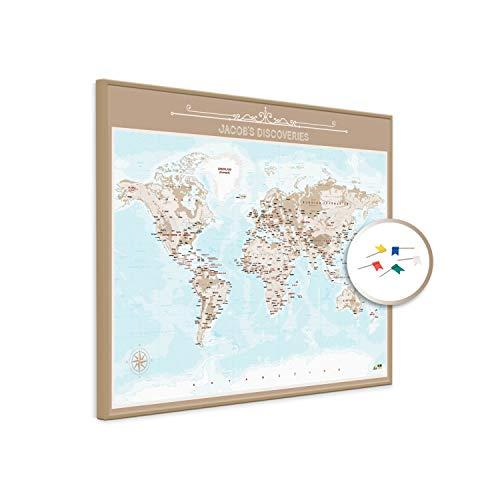 PinDeineWelt - Hochwertige BRAUNE Reise Pinnwand Weltkarte - Pinnwand XXL - Personalisiert mit [Namen] – inkl. ECHTHOLZRAHMEN mit Pins und PERSONALISIERUNG, Größe: 100x135 cm