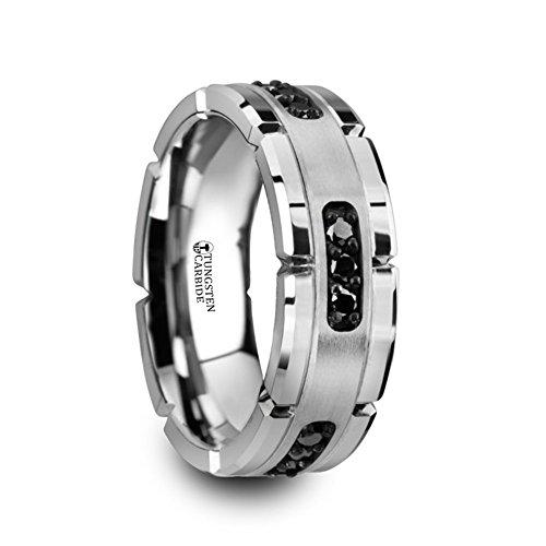 Anillo de boda Thorsten Valor acanalado de tungsteno con incrustaciones de plata y diamantes negros de 1/4 quilates de 8 mm de Roy Rose Jewelry