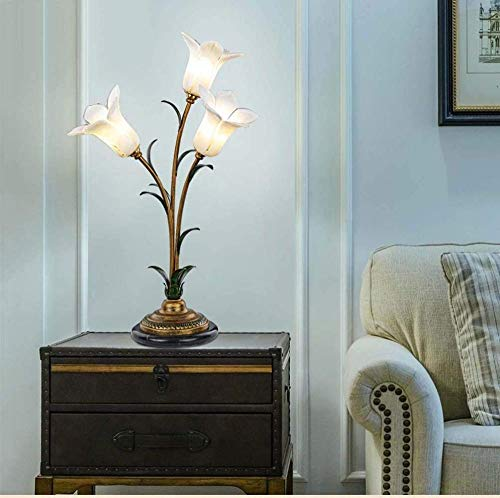 Lámparas de mesa americanas Cama de dormitorio Sala de estudio cálida creativa Faros delanteros Flores de jardín Simulación romántica Tres flores de trompeta blancas 40 * 65 cm