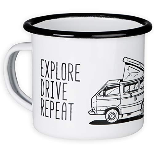 T3 – EAT Sleep Camp Ö Explore Drive Repeat – Tazza smaltata di alta qualità con tettuccio Bulli T3, leggero e infrangibile, per campeggio, vaniglia sub di MUGSY.de