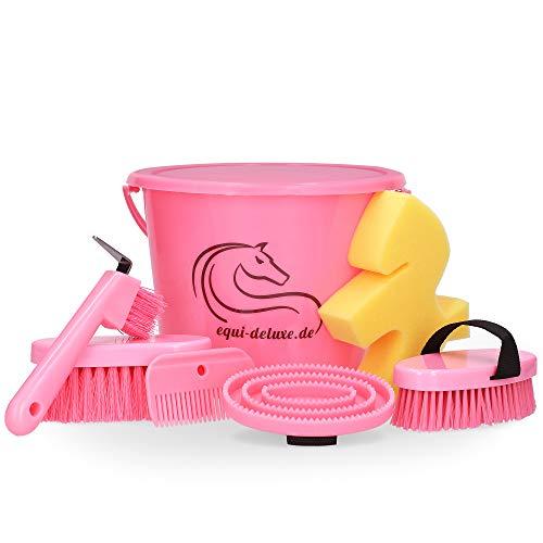 Equi Deluxe 8-teiliges Kinder-Putzset für Pferde, Eimer befüllt mit Striegel, Schwamm, Hufpick, Mähnenbürste, Mähnenkamm und Kardätsche - Pink Edition