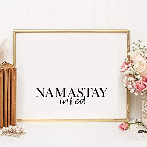 Kunstdruck, Sprüche Poster: Namastay in bed | Hochwertiges und festes Premiumpapier | Ohne Rahmen