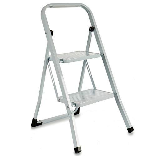 TU TENDENCIA ÚNICA Escalera metálica blanca plegable con peldaños anchos, con apoyabrazos. Tacos antideslizantes. Capacidad de carga 150kg (2 peldaños)