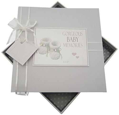 White Cotton Cards Gorgeous Baby Mémoires Album Photo, Medium, Argent Chaussons