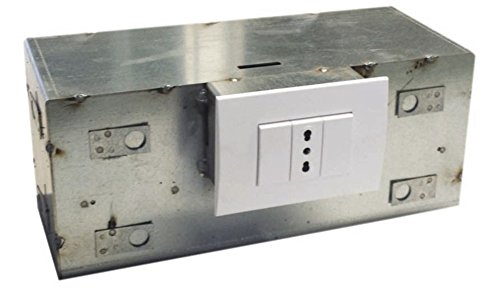 Cassaforte invisibile ad incasso, zincata 3 cassetti. Dimensioni 18X32X13 cm.