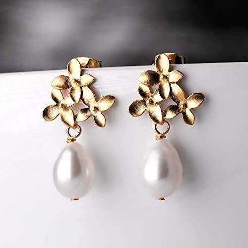 Perlen-Ohrringe gold, ovale Tropfenperle, Reisperle, zarte Blüten-Ohrstecker, Süßwasser Perlen-Schmuck matt-vergoldet, handmade Geschenk für Sie, Hochzeit, Braut