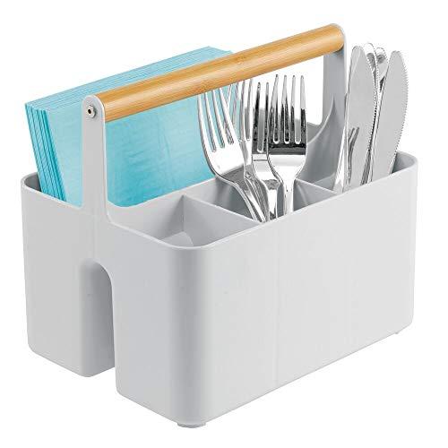 mDesign Aufbewahrungskorb für die Küche – tragbare Aufbewahrungsbox aus Kunststoff mit Holzgriff – mit 4 Fächern ideal als Besteck- und Serviettenhalter – grau/naturfarben