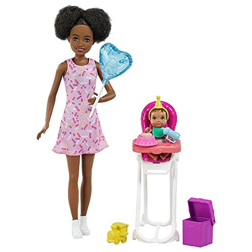 Barbie Skipper Muñeca afromericana canguro con vestido y bebé, con trona de niño de juguete y accesorios de cumpleaños (Mattel GRP41)