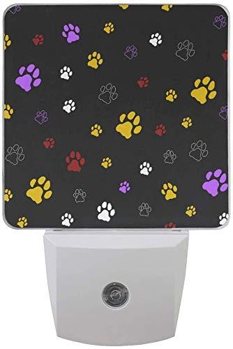 Paquete de 2 lámparas LED de luz nocturna con impresión de huella de perro y gato, impresión negra con sensor de atardecer a amanecer para dormitorio, baño, pasillo, escaleras, 0,5 W, EE. UU