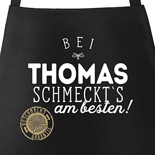 MoonWorks Grill-Schürze Küchenschürze mit Spruch Bei Personalisiert schmeckt`s am besten Grillen Kochen Baumwoll-Schürze Küchenschürze schwarz Unisize