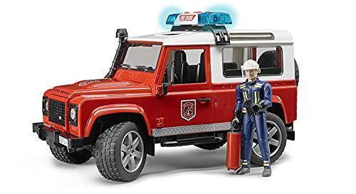 Bruder 02596 - Land Rover Defender Station Wagon Feuerwehr-Einsatzfahrzeug mit Feuerwehrmann inklusive Feuerlöscher