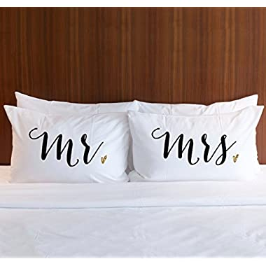 Pillowcase Set Mr and Mrs in Black with Gold Glitter, Pillow Cases Gift for Couples or Bride & Groom Wedding Bridal Shower Engagement Anniversary Wedding Gift for Newlyweds