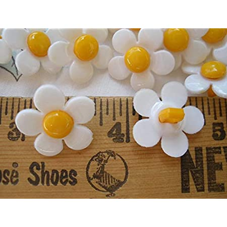 plastic buttons,shank  buttons 0,60 16 pcs vintage supplies 1,5 cm Light yellow  and gold vintage buttons