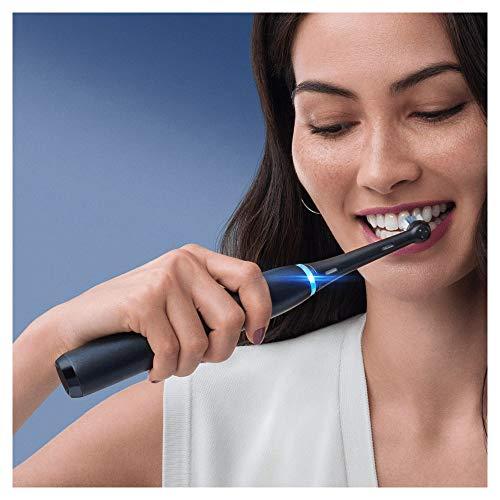 Oral-B iO - 8n Spazzolino Elettrico Ricaricabile, 1 Spazzolino Nero con Tecnologia Magnetica, Display A Colori, 1 Testina, 1 Custodia Da Viaggio Premium, Idea Regalo Natale