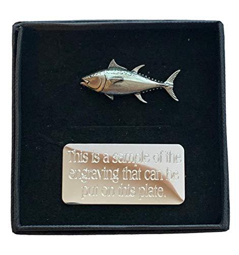Emblems-Gifts - Spilla a forma di pesce di tonno fatto a mano, in peltro con incisione gratuita
