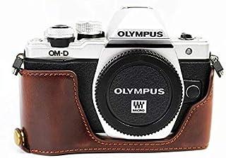 Olympus オリンパス PEN OM-D E-M10 Mark II カメラ バッグ カメラ ケース 、Koowl手作りトップクラスのPUレザーカメラハーフケース、Olympus オリンパス PEN OM-D E-M10 Mark II 一眼カメラケース、防水、防振、携帯型、透かし彫りベース+ハンドストラップ(カメラストラップ) (コーヒー色)