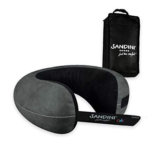 SANDINI TravelFix® Kids Size – Mirkofaser - Premium Reisekissen Made in EU/Nackenkissen mit ergonomischer Stützfunktion für Kinder – Gratis Transporttasche mit Befestigungs-Clip