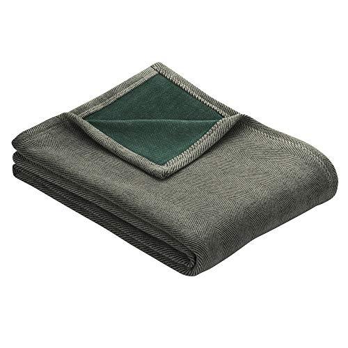 Ibena Aberdeen Kuscheldecke 150x200 cm - Decke grau grün mit elegantem Fischgratmuster, dicht gewebte & wärmende Wolldecke