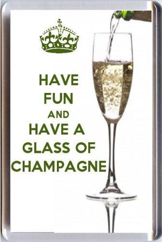 Spaß haben und ein Glas Champagner Kühlschrankmagnet Gedruckt Auf ein Bild dass ein Glas Champagner gegossen. Aus Unserer Keep Calm And Carry On Serie–EIN ORIGINAL Geburtstag Geschenk Idee für weniger als der Preis eine Karte.