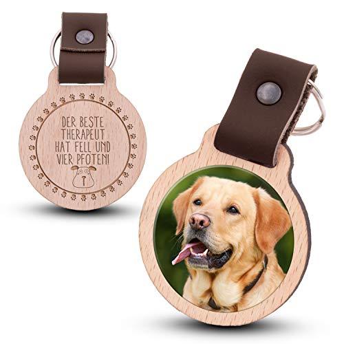 Wogenfels - Schlüsselanhänger aus Holz mit kratzfestem Foto und Gravur Therapeut auf Vier Pfoten (Hund) (dunkelbraunes Lederband)