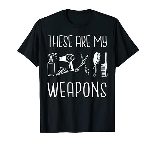 Questo fantastico design These Are My Weapons è l'idea perfetta per barbieri, parrucchieri e parrucchieri. Ogni proprietario di Barbershop o tagliacapelli che amano tagliare capelli o barbe ameranno questo design. Se siete alla ricerca di un'ottima i...