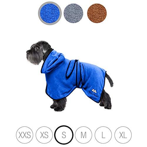 Bella & Balu Hundebademantel aus Mikrofaser + Pfotentuch – Saugfähiger Hunde Bademantel zum Trocknen nach dem Baden, Schwimmen oder Spaziergang im Regen (S | Blau)