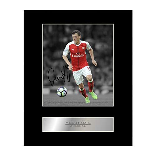 Signiertes Foto mit Passepartout, Mesut Özil im Trikot von FC Arsenal