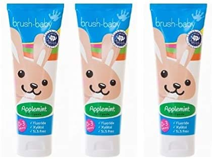 Brush-Baby Apfelminz-Zahnpasta für Babys & Kleinkinder   Erste Zähne   0-36 Monate   Sanfter Apfelminzgeschmack, plus Xylitol & Fluorid für starke Zähne, gesundes Zahnfleisch & frischen Atem  3x50ml