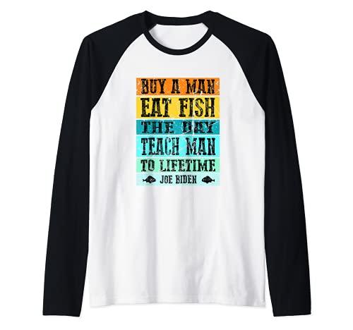 Retro Vintage Joe Biden Comprar un hombre comer pescado el Camiseta Manga Raglan