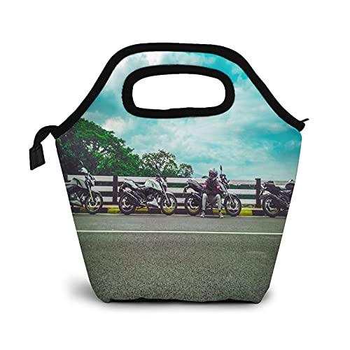 Bolsa Térmica Comida Bolsas De Almuerzo para Mujeres Hombres Niñas Niños Bolsa Isotérmica De Almuerzo Carretera asfaltada sentada al lado de una bicicleta deportiva