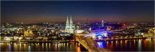 Posterlounge Acrylglasbild 150 x 50 cm: EIN Panoramablick auf Köln bei Nacht von Editors Choice - Wandbild, Acryl Glasbild, Druck auf Acryl Glas Bild