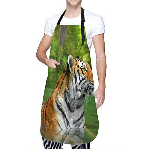 Ajustable Colgante de Cuello Personalizado Delantal Impermeable,Gran gato de rayas negras de Siberia nadando en el lago en el bosque,Babero de Cocina Vestido para Hombres Mujeres con 2 Bolsillos