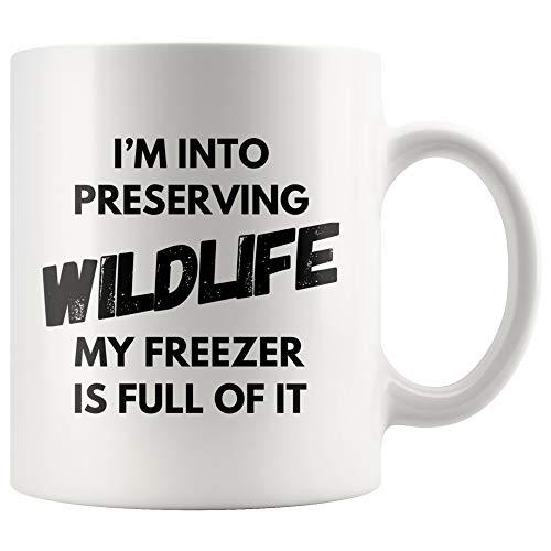 DKISEE jacht mok ik ben in het behoud van wilde dieren mijn vriezer is vol van het koffie mok grappige vader jacht geschenken jager verjaardag mok 11oz Kleur: wit