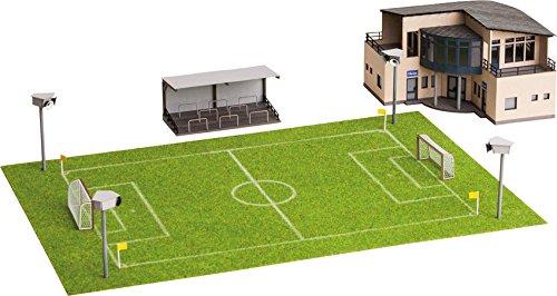 Noch 66830Bügelsäge Fußballplatz mit Clubhouse Micro Sound Ständer und Strahler Landschaft Modellier