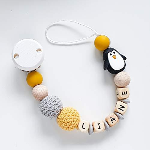 Schnullerkette mit Namen in Senfgelb und Grau mit Silikon- und Häkelperlen und einer Pinguin-Perle für Jungen und Mädchen