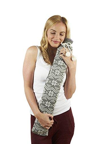 Warmies Wärmflasche, extra lang, in grauer Strickhülle mit nordischem Schneeflockenmuster