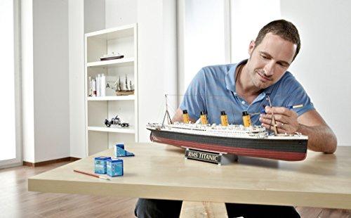 """Revell Modellbausatz Schiff 1:400 – Geschenkset """"100 Jahre TITANIC"""" im Maßstab 1:400, Level 5, originalgetreue Nachbildung mit vielen Details, Kreuzfahrtschiff, 05715 - 14"""