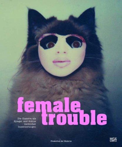 Female Trouble: Die Kamera als Spiegel und Bühne weiblicher Inszenierungen