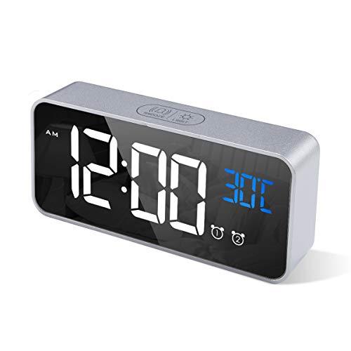 CHEREEKI Reloj Despertador Digital, Despertador Alarma Dual Digital Alarm Clock con Temperatura, 4 Brillo Ajustable Función Snooze, Puerto de Carga USB, 12/24 Horas, 13 música (Plata)