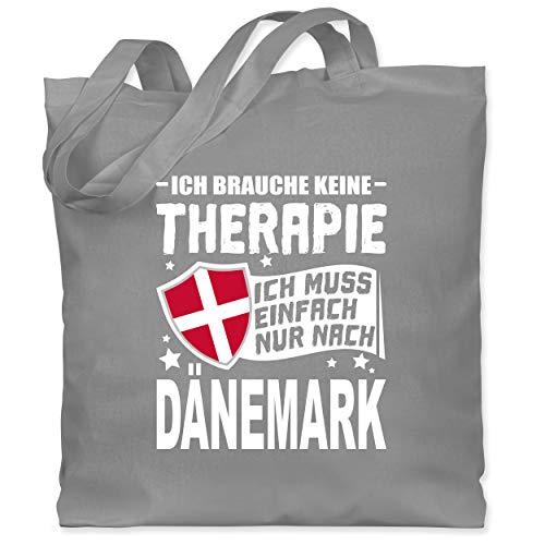 Shirtracer Länder - Ich brauche keine Therapie Ich muss einfach nur nach Dänemark - weiß - Unisize - Hellgrau - Geschenk - WM101 - Stoffbeutel aus Baumwolle Jutebeutel lange Henkel