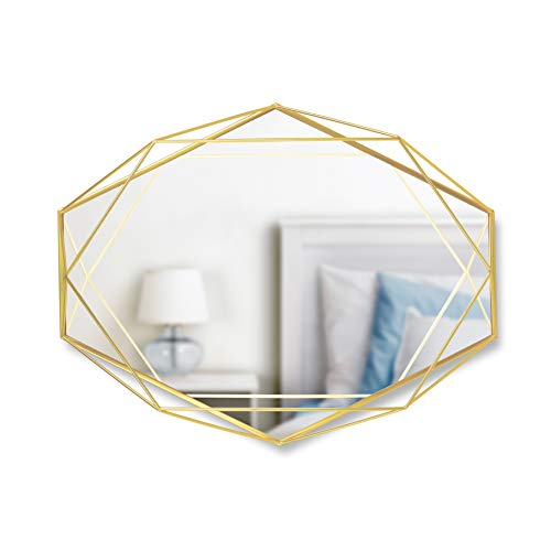 UMBRA Prisma Mirror. Miroir mural Prisma sur structure en métal doré mat. Dimension 57.2x43.2x9.5cm